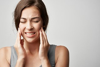 Woman experiencing jaw pain